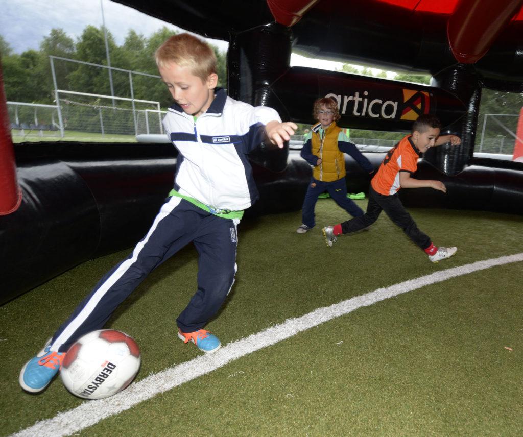 Wij organiseren graag jouw Attack Voetbal Feestje. Bijvoorbeeld met Panna voetbal!