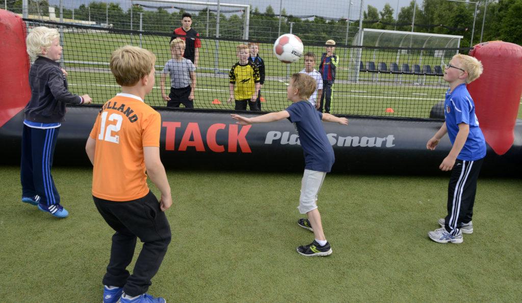Wij organiseren graag jouw Attack Voetbal Feestje. Bijvoorbeeld met Attack Voettennis!